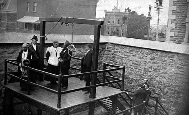 Execution of Stanislaus Lacroix, 21 Mar. 1902 at Hull, Quebec, said to ...